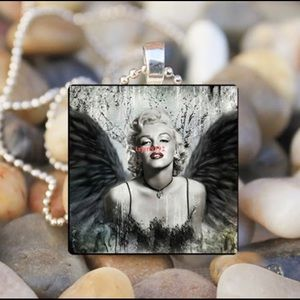 Marilyn Monroe Vintage Look Necklace New